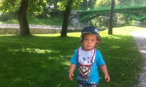 Burek i jogurt u Jajcu, nema veće sreće za 20-mjesečno dijete :)