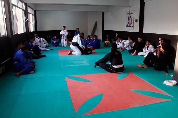 Jovens buscam no projeto uma chance para, quem sabe, viverem do Jiu-Jitsu (Foto: Leonardo Fabri)