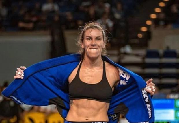 Luiza Monteiro conquistou o absoluto e, na categoria, fechou com Angélica Galvão (Foto: FloGrappling)