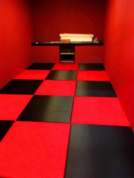 黒と赤の畳