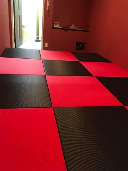 黒赤の畳_5