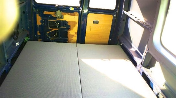 キャンプ用の車に畳を敷き方