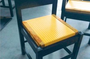 家具メーカーとコラボ。畳の椅子で和を演出【インバウンド向け飲食店の事例】
