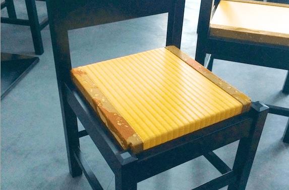 レストランの畳椅子