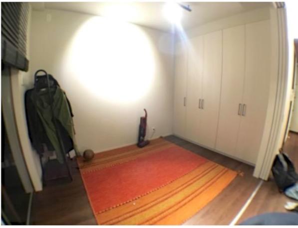 畳を敷く前のフローリングに絨毯の部屋