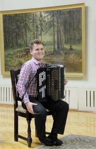 лауреат международных конкурсов Руслан Тураев, преподаватель Татарской школы искусств