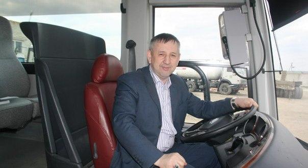 Рустам Минниханов подарил комфортабельные 45-местные автобусы НКО России