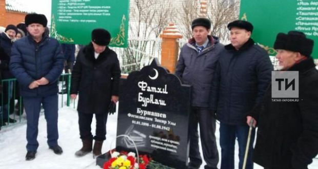 Земляки поставили памятник Фатхи Бурнашу в Чувашии