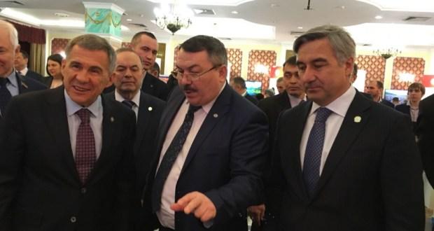 Татарстан Президенты авыл эшмәкәрләренең күргәзмә-ярминкәсе белән танышты