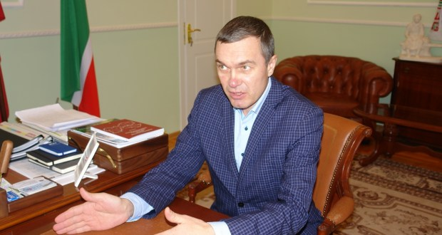 "R. Valiullin awarded a commemorative badge ""For development of the Tatar nobility"""