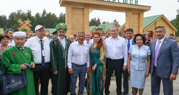 Rustam Minnikhanov signed a plan to implement the cooperation agreement between Tatarstan and Kurgan Oblast