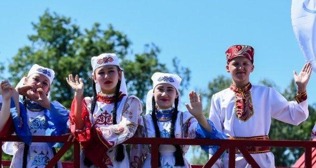 «Всевышний дал татарам два крыла — русский и татарский языки. Зачем делать себя инвалидами, лишаясь одного?»