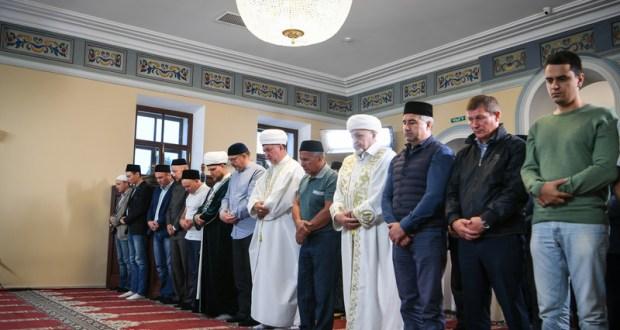 Рустам Минниханов в Казани принял участие в праздничном намазе в честь Курбан-байрама