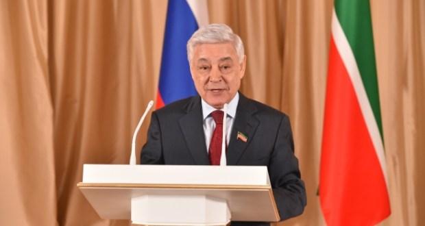 Фәрит Мөхәммәтшин Россия Федерациясе Дәүләт флагы көне белән тәбрик итте