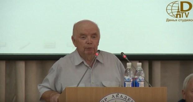 Фәндәс Сафиуллинның татар халкы үсеше стратегиясенә багышланган документны булдыруга карата фикерләре