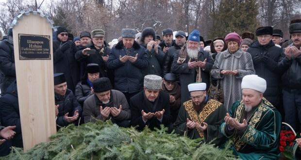 Камил хәзрәт Илһам Шакиров рухына җеназа намазы укыды