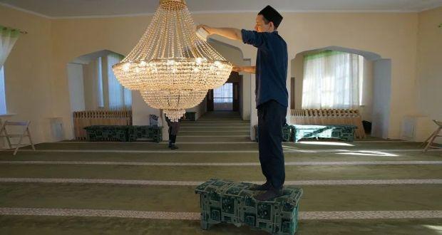 В рамках акции «Чистая мечеть» волонтеры ДУМ РТ привели в порядок мечеть «Рамазан»