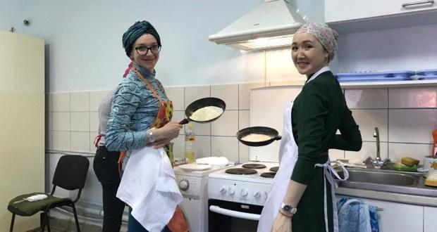 Свердловск өлкәсендә яшәүче яшьләр милли ризыкларны бергәләп әзерли