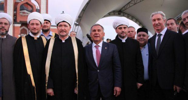 Рустам Минниханов принял участие в ифтаре в Мемориальной мечети Москвы