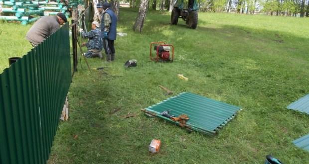 Жители Тавинска Омской области огородили местный зират