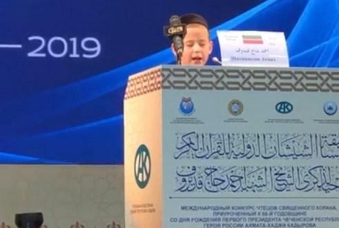 На Международном конкурсе чтецов Корана в Чечне за честь Татарстана выступил 11-летний хафиз
