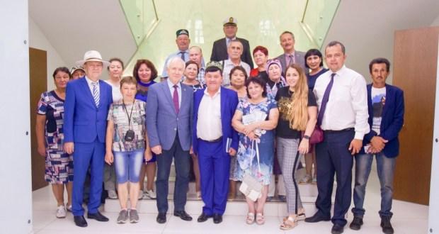 Рамил Чурагулов иҗатына багышланган сәяхәттә катнашучы милләттәшләребез Татар конгрессында кунак булдылар