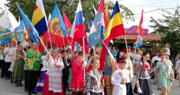 Кырымда Россия төбәкләрендә иҗат итүче фольклор коллективлары фестивале уза