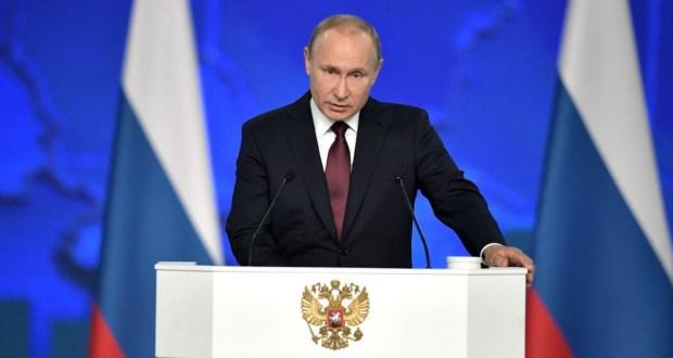 Путин А321 пассажирларын коткарган пилотларга Россия Геройлары исемнәрен бирде