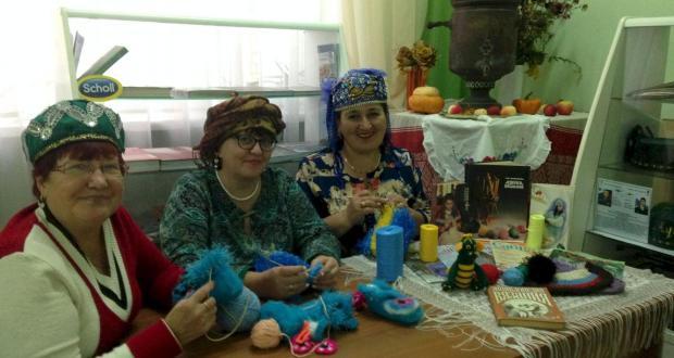 "At the women's club ""Ak-kalfak"" master class in knitting  held"