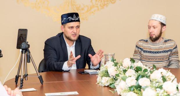 «Халяль-еда»: казанцев собрали на очередную публичную лекцию