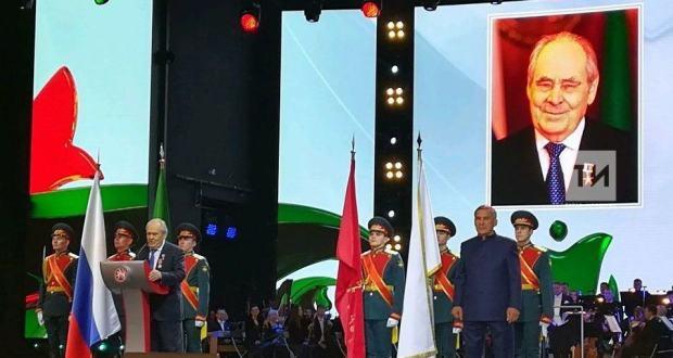 Первой медалью «100 лет образования ТАССР» наградили Минтимера Шаймиева