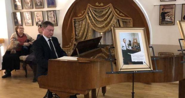 Татарская филармония приняла в дар от семьи Ильгама Шакирова его рояль