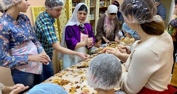 В Сарапуле провели мастер-класс по приготовлению кыстыбый