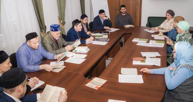 Нәзарәттә мәчет каршындагы татар теле дәресләрен камилләштерү юлларын карадылар