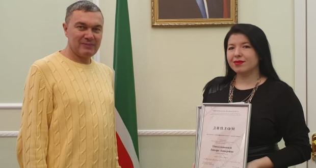 "In the Permanent Mission of the Republic of Tatarstan awarded the diplomas of the competition ""Ethnographic Mosaic of the Tatar People"" to Linara Nikolashkina"