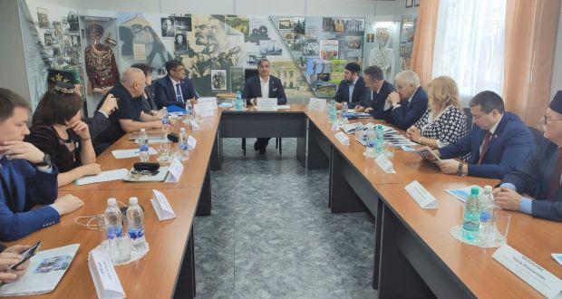 Vasil Shaykhraziev met with representatives of the Tatar public organizations of the Siberian Federal District