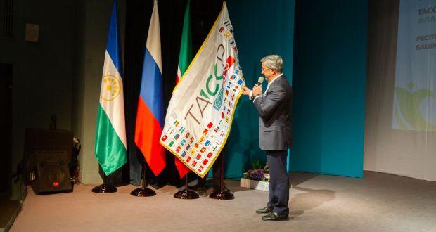 ФОТОРЕПОТРАЖ: ТАССРның 100 еллыгы флагы эстафетасы тантаналы төстә Уфа шәһәрендә узды