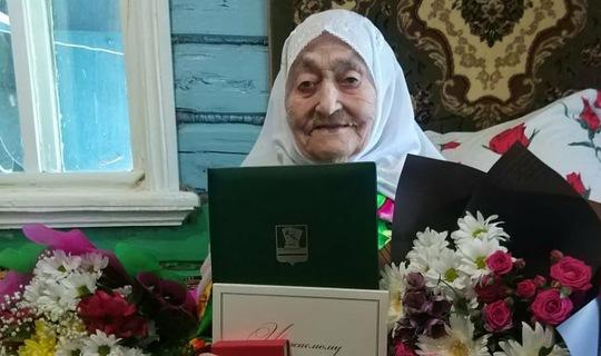 Ровеснице ТАССР в Зеленодольском районе вручили медаль в честь векового юбилея