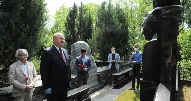 В Москве возложили цветы к могилам руководителей республики советского периода