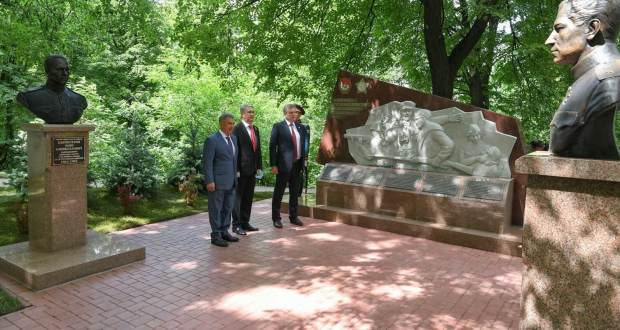 Rustam Minnikhanov in the Kirov region attended the opening of a memorial to the soldiers of 311 rifle division