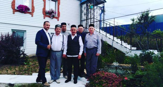 Татар зыялылары Туфан Миңнуллин авылындагы йортында булдылар