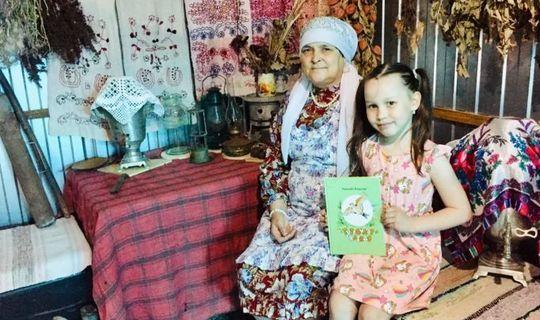Кайбыч районында яшәүче кул остасы ТАССРның 100 еллыгына эскәтер чиккән