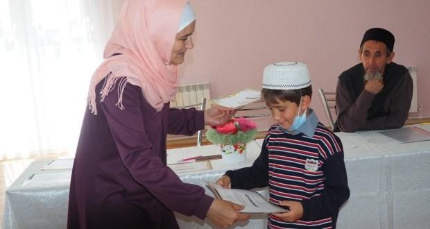 В Нурлате юным выпускникам курсов татарского языка вручили сертификаты