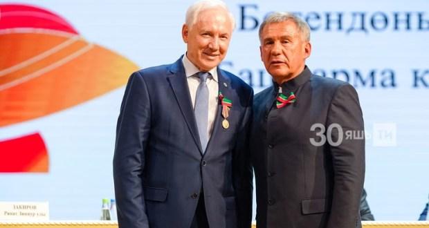 Президент Татар конгрессы хезмәткәрләренә дәүләт бүләкләре тапшырды