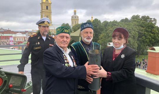 В Санкт-Петербурге дали выстрел из пушки в честь Дня Татарстана и 100-летия ТАССР