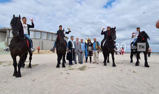 Румыния татарлары Сабан туенда сигез илдән килгән көрәшчеләр бил алышкан