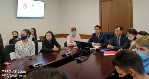 Бөтендөнья татар конгрессында Татарстанның югары уку йортларына укырга кергән студентлар белән очрашу узды