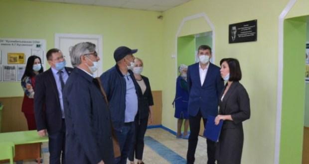 Василь Шайхразиев посетил две школы Мензелинского района