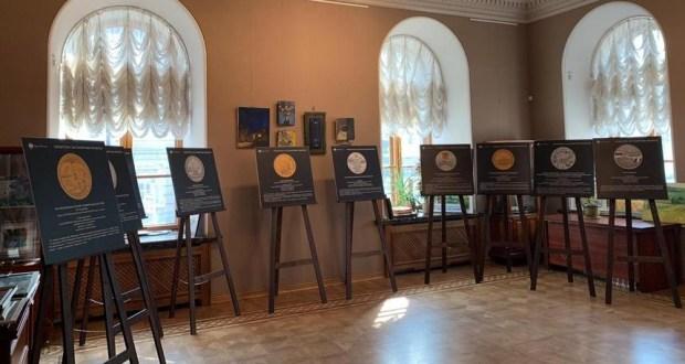 В Казанской ратуше завершает работу выставка «Татарстан на памятных монетах»