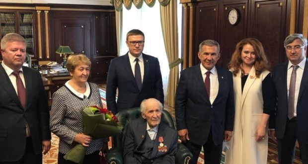 """103-year-old WWII veteran Akhmet Rafikov was awarded the medal """"100 years of the formation of the Tatar ASSR"""""""